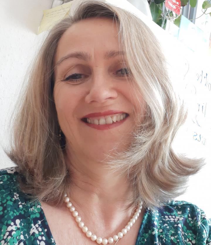Portrait von Elisabeth Enzlberger